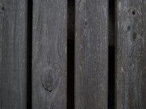 Fragment van de omheining van verticale houten plank, die met leeftijd grijs werd royalty-vrije stock foto's