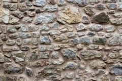 Fragment van de oude achtergrond van de steenmuur Rotsen van verschillende grootte royalty-vrije stock afbeelding