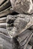 Fragment van de oude gebarsten logboekmuur Royalty-vrije Stock Fotografie