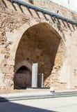 Fragment van de overblijfselen van de binnenvestingsmuren in de ruïnes van de vesting in de oude stad van Acre in Israël Stock Foto