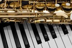 Fragment van de saxofoon Stock Afbeeldingen