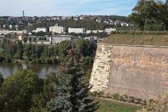 Fragment van de vestingsmuur in Visegrad Praag, Tsjechische Republiek stock afbeelding