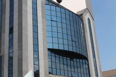 Fragment van de voorzijde van een modern gebouw Royalty-vrije Stock Foto