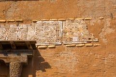 Fragment van decoratie van de stad van kolom saray-Batu op de banken van de rivier Ashuluk stock fotografie