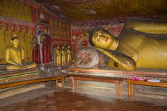 Fragment van een binnenland van de oude hol Boeddhistische tempel Dambulla, Sri Lanka stock foto