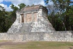 Fragment van een complex van piramides. Chichen Itza, Mexico Stock Foto's