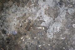 Fragment van een oude grijze cementmuur met zwarte stenen Royalty-vrije Stock Foto