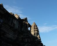 Fragment van een oude steentempel in Kambodja De oude architectuur van Zuidoost-Azië Verlaten tempel stock foto's