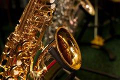 Fragment van een saxofoon Stock Afbeelding