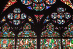 Fragment van gebrandschilderd glasvensters. Notre Dame DE P Royalty-vrije Stock Foto