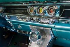 Fragment van het binnenland van een ware grootteauto Pontiac Bonneville, 1963 Stock Foto