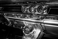 Fragment van het binnenland van een ware grootteauto Pontiac Bonneville, 1963 Royalty-vrije Stock Afbeeldingen