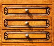 Fragment van het woodcarving van meubilair in retro stijl. Stock Foto