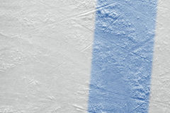 Fragment van hockeygebied met een blauwe lijn stock fotografie
