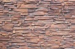 Fragment van muur van decoratieve steen Stock Afbeeldingen
