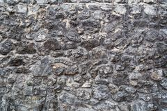 Fragment van oude middeleeuwse grijze die steenmuur van verschillend F wordt gemaakt stock foto's