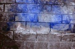 Fragment van oude vuile bakstenen muur met de textuur witte grijze bruine zwarte groenachtig blauwe kalk geeloranje kastanjebruin Royalty-vrije Stock Afbeeldingen