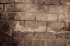 Fragment van oude vuile bakstenen muur met de textuur witte grijze bruine zwarte groenachtig blauwe kalk geeloranje kastanjebruin Royalty-vrije Stock Foto