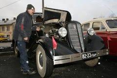 Fragment van retro oude auto Volga GAZ - M1, de beroemde `-hogere ambtenaren van de emka` auto tijdens WW2 - de USSR 1930 Royalty-vrije Stock Afbeeldingen