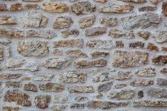 Fragment van steenmuur van verschillende vormrotsen die wordt gemaakt stock afbeelding