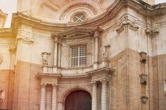 Fragmenten av helgedomen korsar domkyrkan i Cadiz, royaltyfria foton