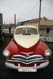 Fragmentet av den retro gamla bilen Volga GAZ - seger` för ` M-20 - bilen är ett symbol av segern av Ryssland i WW2 - USSR Royaltyfri Foto