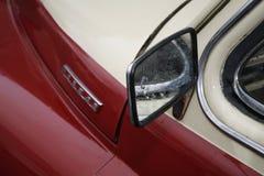 Fragmentet av den retro gamla bilen Volga GAZ - seger` för ` M-20 - bilen är ett symbol av segern av Ryssland i WW2 - USSR Royaltyfria Foton