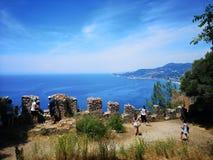 fragmentet för fästningen för kusten för alanyaslottårhundradet lokaliserade medelhavs- kalkon xiii för berghavsöverkanten fotografering för bildbyråer