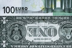 Fragmento abstrato a cédula de 1 dólar e de 100 euro Fotografia de Stock Royalty Free