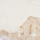 Fragmento agrietado de la pared de la lechada de cal Imagenes de archivo