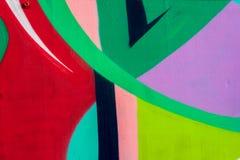 Fragmento brillante de la pared con el detalle de la pintada, arte de la calle Colores creativos abstractos de la moda del dibujo Imagenes de archivo