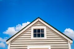 Fragmento da casa de madeira pequena Foto de Stock