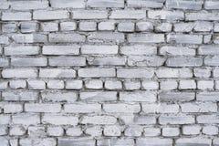 Fragmento da cerca velha do tijolo whitewashed pelo cal, pelo fundo de superfície e natural do relevo Fotografia de Stock Royalty Free