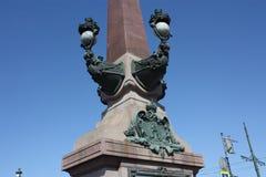 Fragmento da decora??o da lanterna da ponte de Troitsky em Petersburgo imagens de stock
