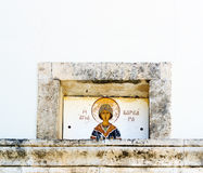 Fragmento da fachada da igreja de Agia Varvara, Creta, Gre Imagens de Stock Royalty Free