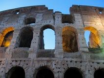 Fragmento da fachada Flavian Amphitheatre de Colosseum em Roma, Lazio, It?lia fotografia de stock royalty free