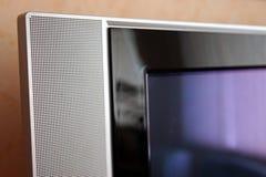 Fragmento da foto do close-up do orador do aparelho de televisão foto de stock royalty free