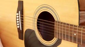 Fragmento da guitarra acústica Imagens de Stock