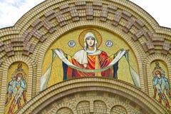 Fragmento da porta da catedral Imagens de Stock