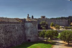 Fragmento das fortificações da ordem de castelo de St John fotos de stock royalty free