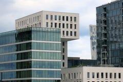 Fragmento de edificios modernos en Oslo, capital de Noruega imagenes de archivo