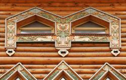 Fragmento de la casa de madera grande imagenes de archivo