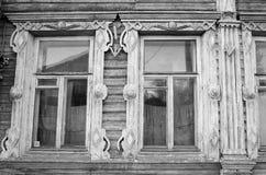 Fragmento de la casa de madera vieja Imagenes de archivo