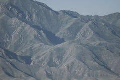 Fragmento de la montaña El camino a los barrancos barranca fotos de archivo