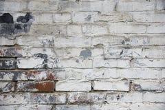 Fragmento de la pared de ladrillo vieja blanqueada, fondo Imágenes de archivo libres de regalías