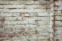 Fragmento de la pared de ladrillo vieja blanqueada, fondo Imagen de archivo libre de regalías
