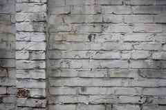 Fragmento de la pared de ladrillo vieja blanqueada, fondo Imagen de archivo