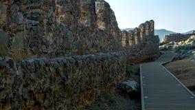 Fragmento de la pared de la fortaleza que pasa por alto el mar fotografía de archivo libre de regalías