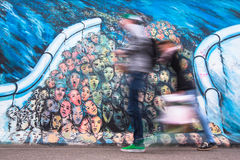 Fragmento de la pintada en Berlin Wall en la galería de la zona este Foto de archivo