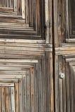 Fragmento de la puerta de madera vieja Fotografía de archivo libre de regalías